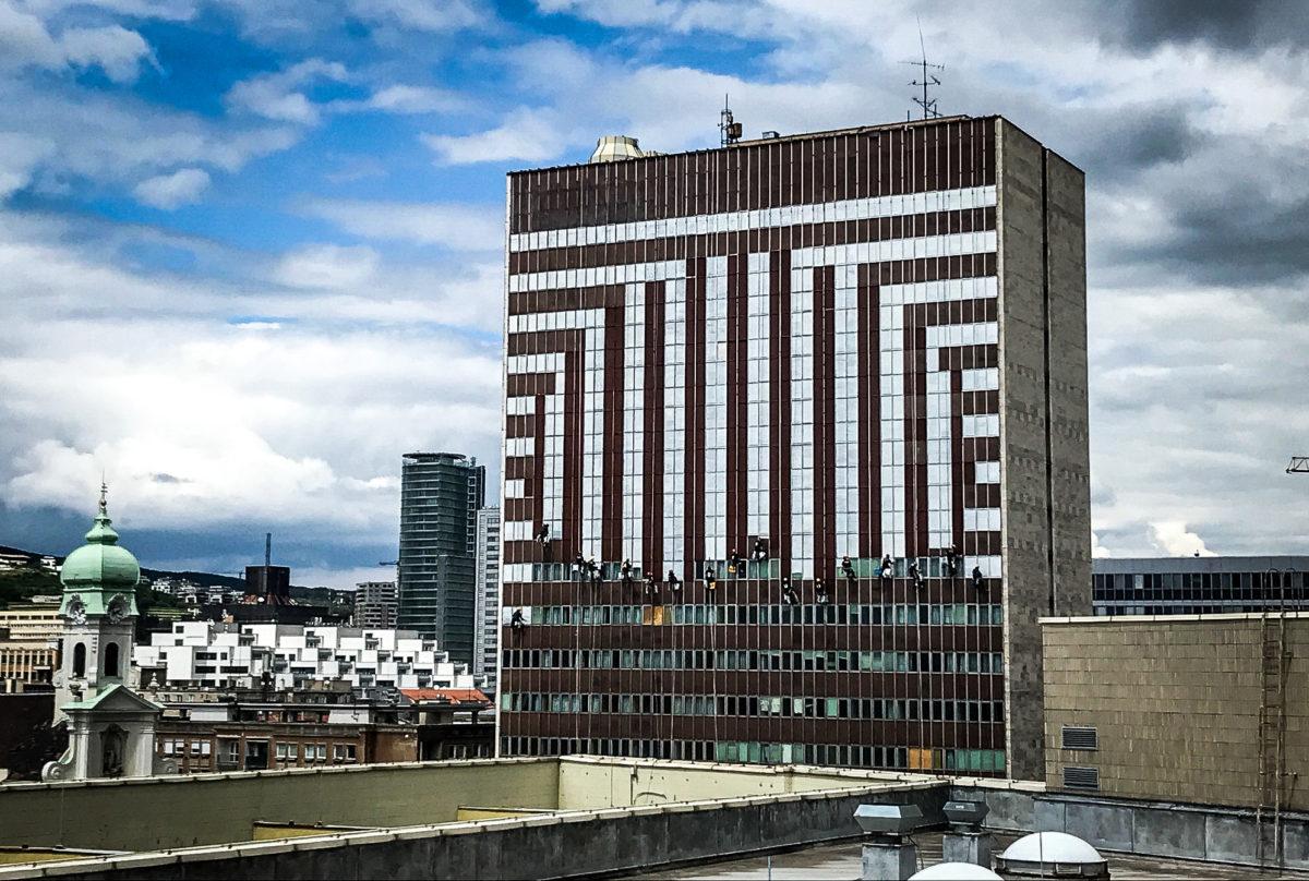 Pouličné umenie oživilo fasádu budovy bývalého Hotela Kyjev. Foto: Lordship